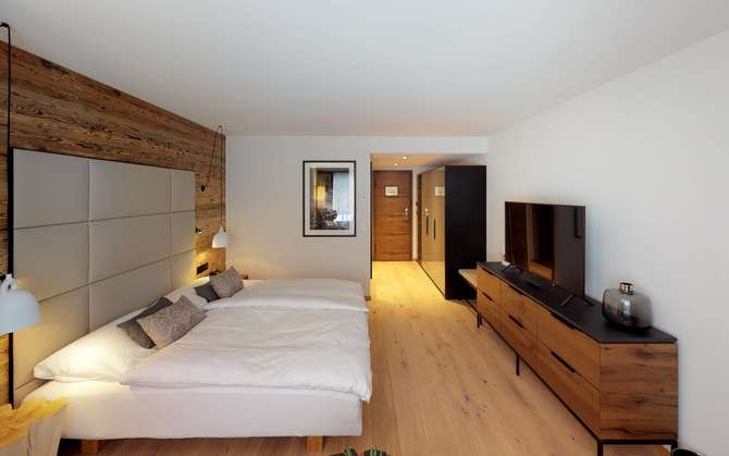 standard double room walliserhof Saas-Fee